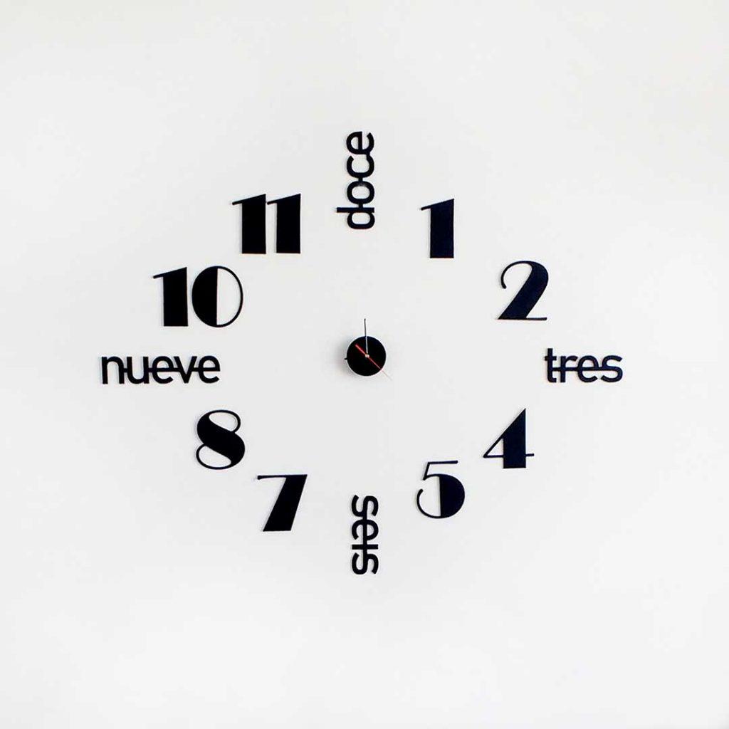 Reloj de pared letras y números